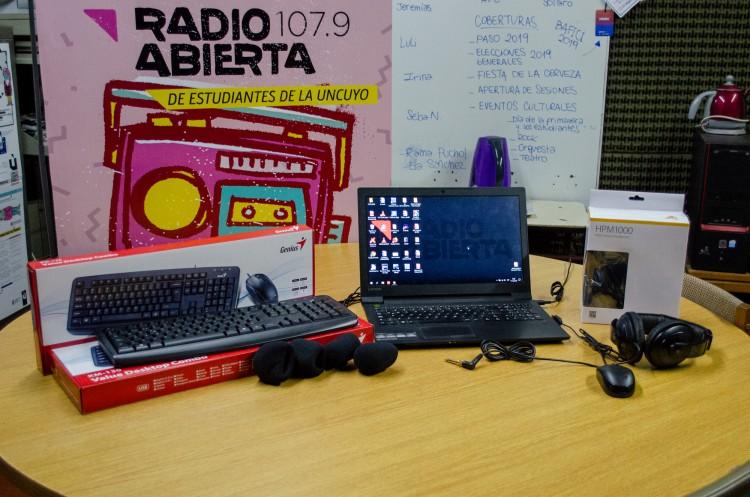 Ex becarios donaron equipamiento a Radio Abierta