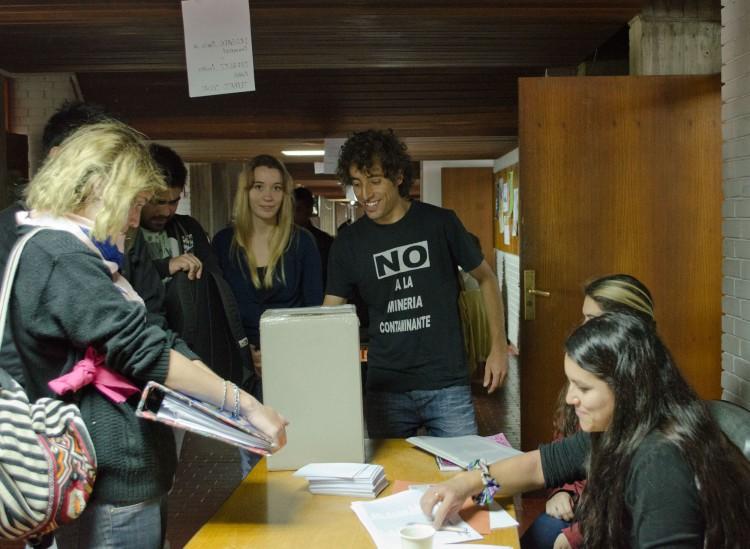 Comenzó la elección del centro de estudiantes en la FCPyS
