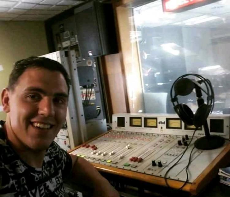 Está nominado como uno de los mejores operadores de radio y es de la UNCuyo