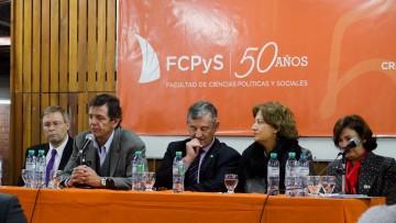 Debate sobre el Trabajo en la FCPyS