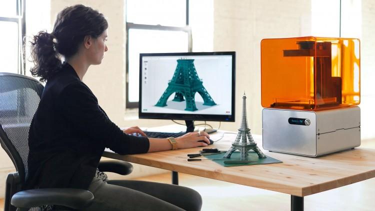 Conferencia sobre la autosustentabilidad mediante la impresión 3D en la UNCuyo