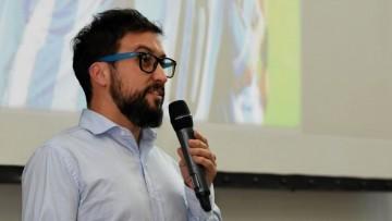 Profesor de la FCPyS, becado para enseñar periodismo emprendedor