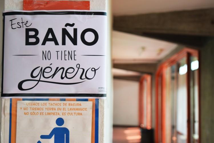La FCPyS es el primer edificio público de Mendoza en declarar baños sin distinción de géneros