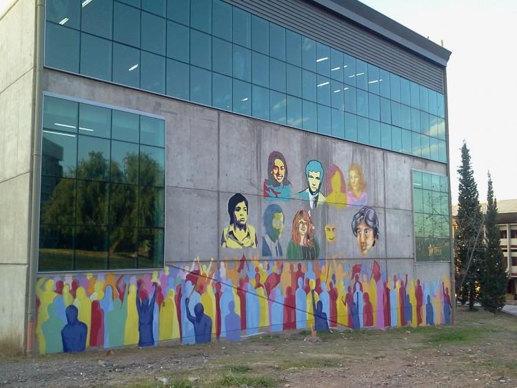 Pintan un mural en homenaje a estudiantes desaparecidos